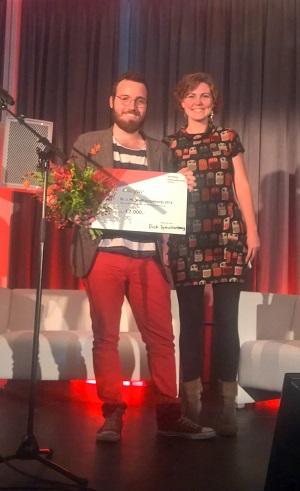 Winnaar Dick Spruitenburg met juryvoorzitter Marieke Jonker