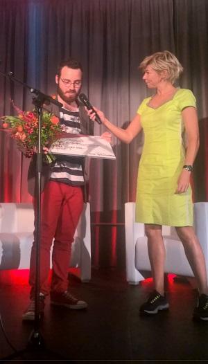 winnaar Dick Spruitenburg met moderator Isolde Hallensleben